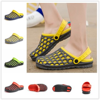Ready Stock Summer Men Beach Shoes Casual Clogs Flat Sandal Comfortyable Massage Insole Hole Shoes