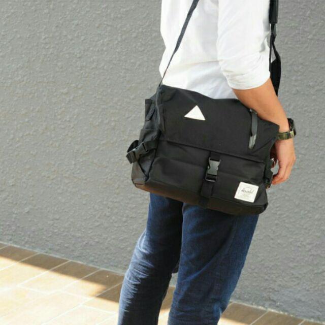 8dcb11c55c9 Herschel Sling Bag READY STOCK