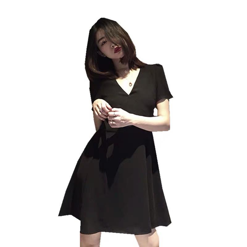 V-neck little black skirt of tall waist dress