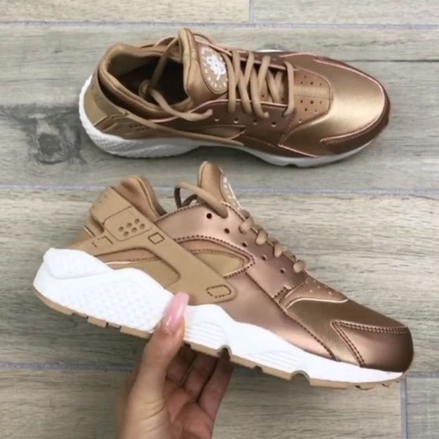 black and rose gold huaraches online -