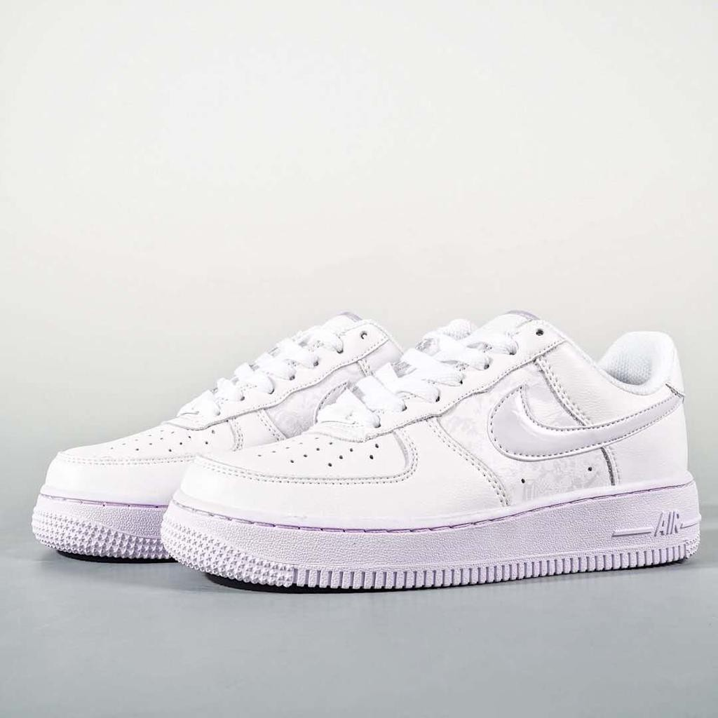 air force 1 barely