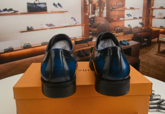 LV2020 men's leather shoes, luxury business shoes in fashionable gradient colors, calfskin lace-up work shoes,