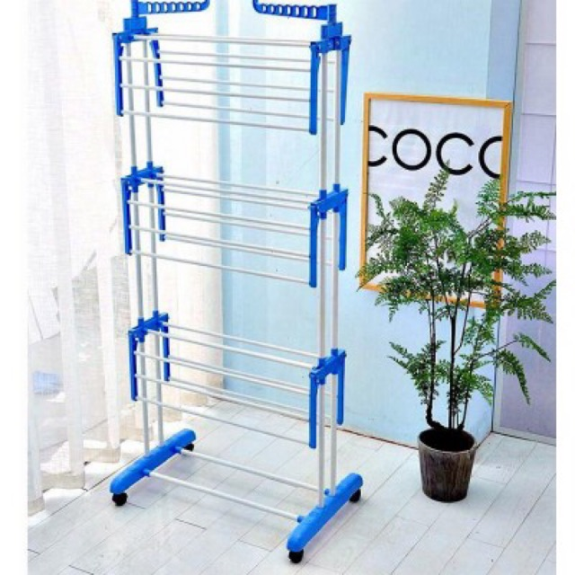 **CLOTHES DRYING RACK*