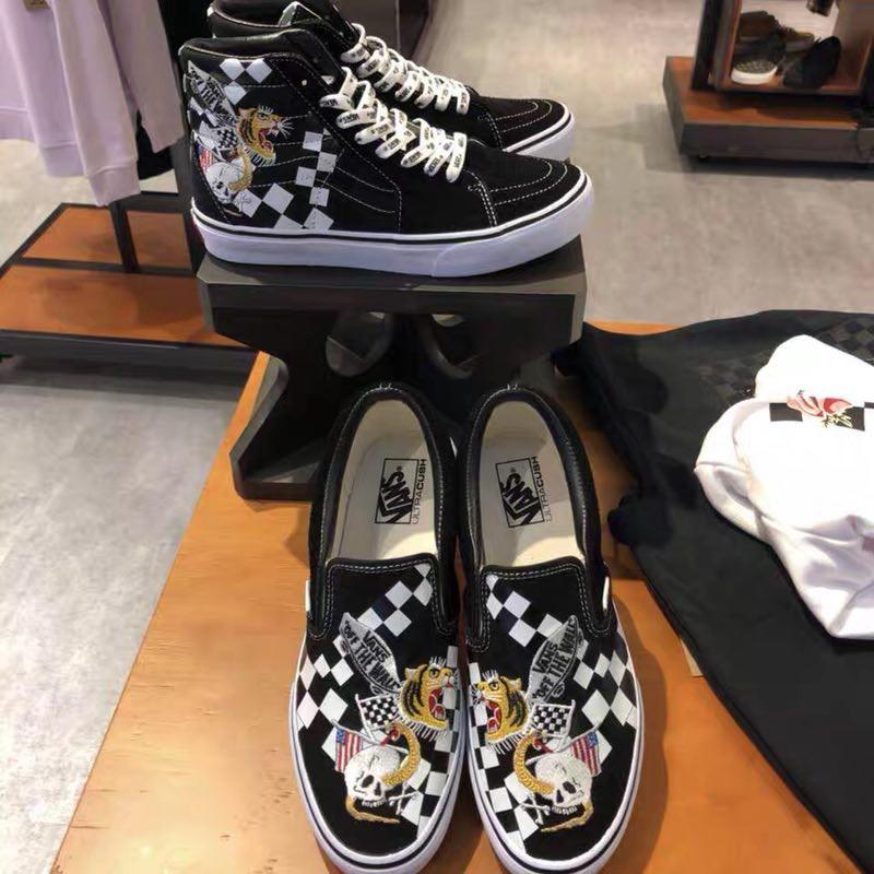 【ready stock Metallica x Vans Classic Slip On Vans men's shoes vans casual shoes