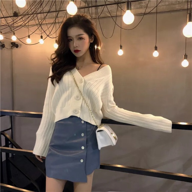 {Ready Stock For White Colour - Free Size} [Free Size] Korean V-neck trumpet sleeves knit cardigan韩版慵懒坑条V领一排扣喇叭袖纯色百搭针织开衫