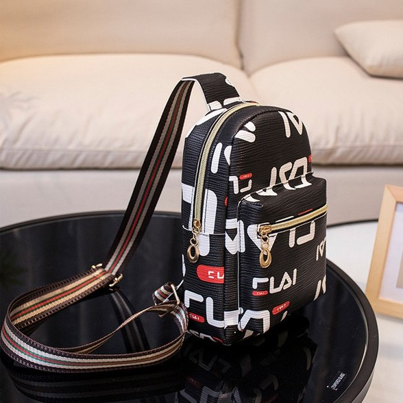 Sling Bag Korea Style Shoulder Bag 简约风格斜背包包 B00140