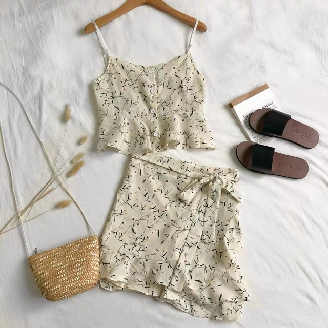 [Free Size]Summer Casual Floral Set Top+Pants 夏季新款气质吊带荷叶边短款上衣+不规则绑带碎花裤裙套装女