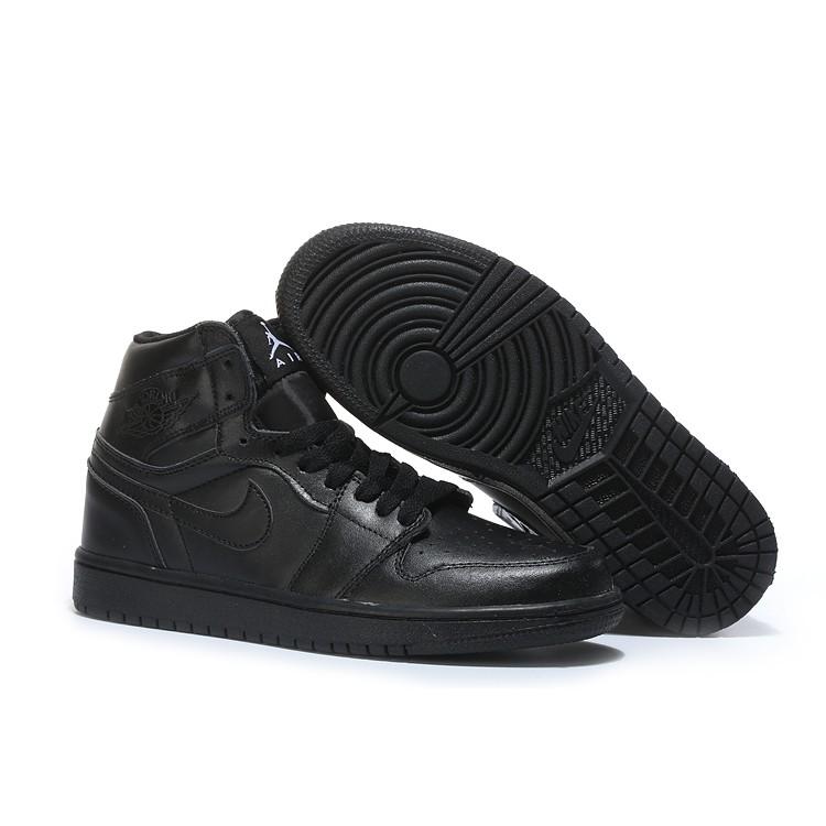 783a4615390f Air Jordan 1 Mid Triple Black