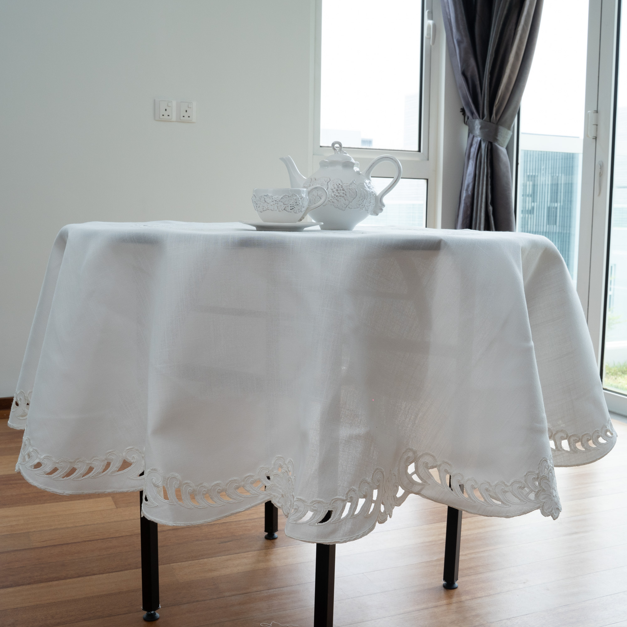 Y2 Classic White Floral Cutwork Embroidery Round Tablecloth. Easy Care Polycotton Fabric. Multi-Size (White)