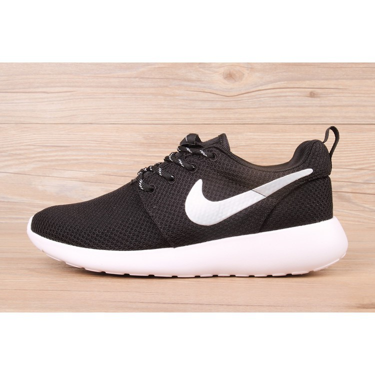 newest 3d6f4 aae21 Original Nike Roshe Run One Sports Shoes Running Shoes Casual Black White
