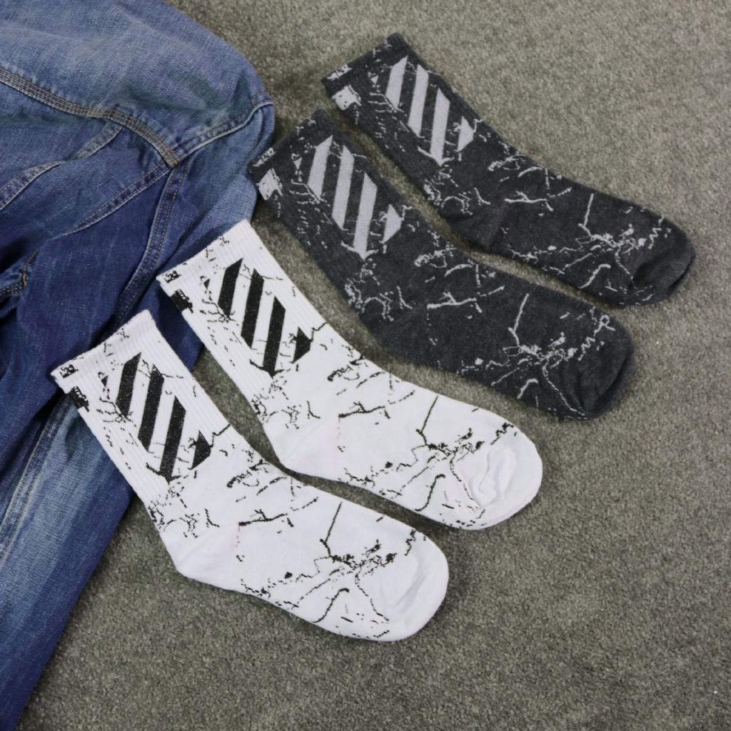574718c764b63 Men and women casual black and white striped sports skateboard socks