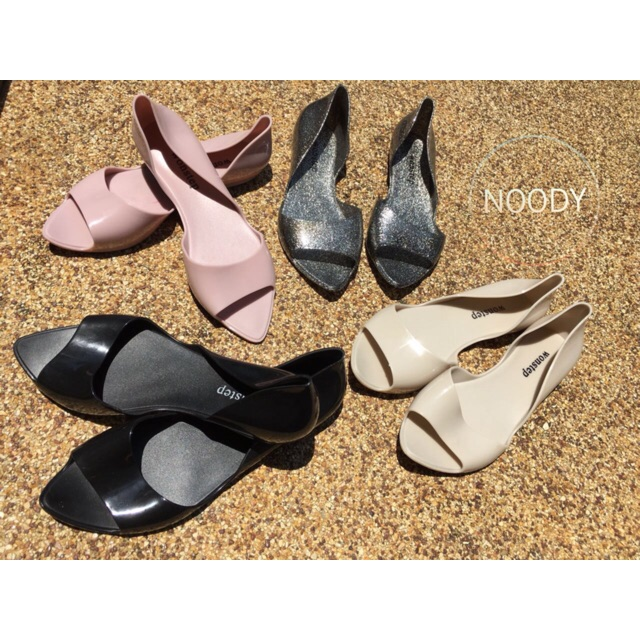 Noody shoes are in stock now!!! Size 36-39 ใส่สวย กันน้ำ กันฝน ไม่กัดเท้า พร้