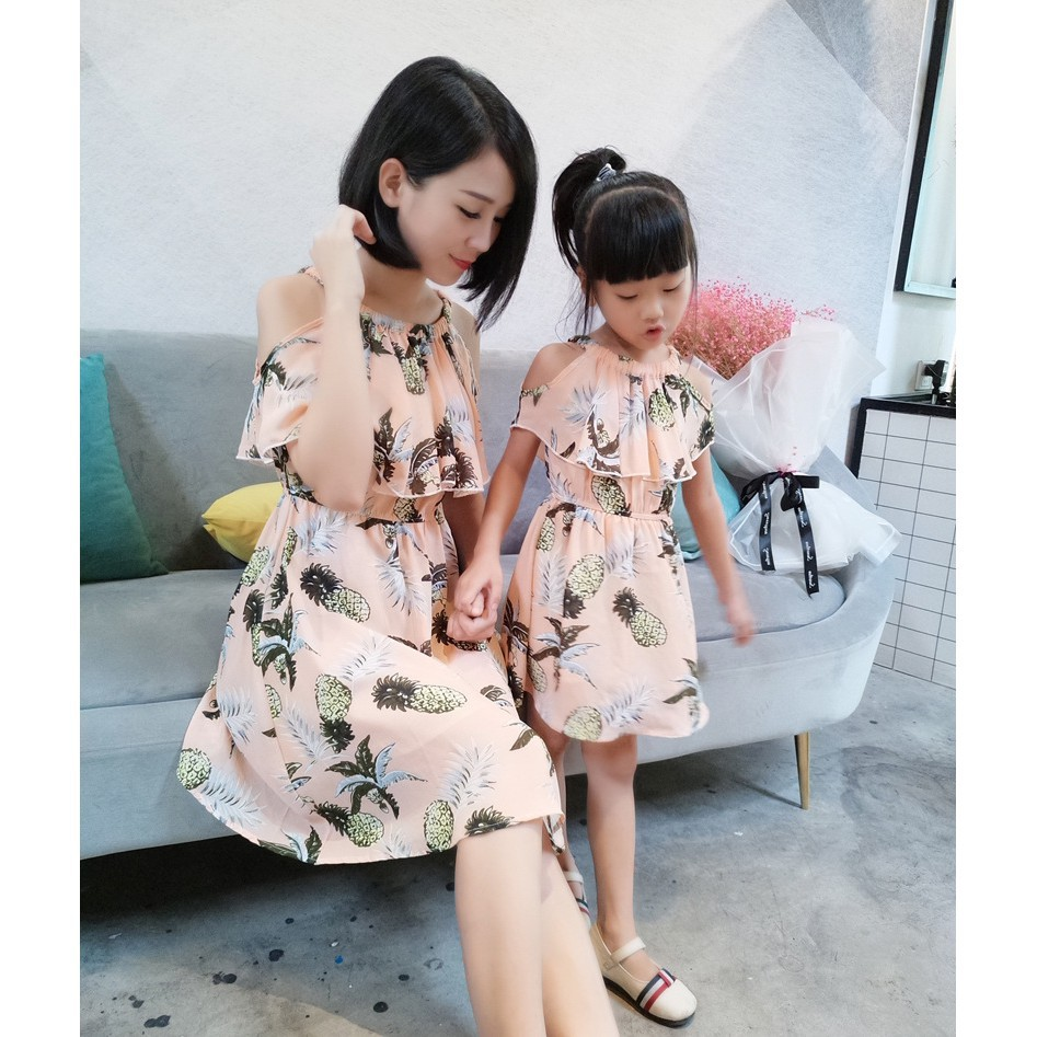 a52cbe63c117d Mom and Daughter Off Shoulder Pineapple Dress Summer Family matching outfits