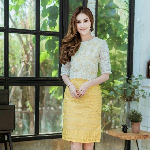 ชุดเดรสผ้าไทยสีเหลืองลูกไม้แขนสา
