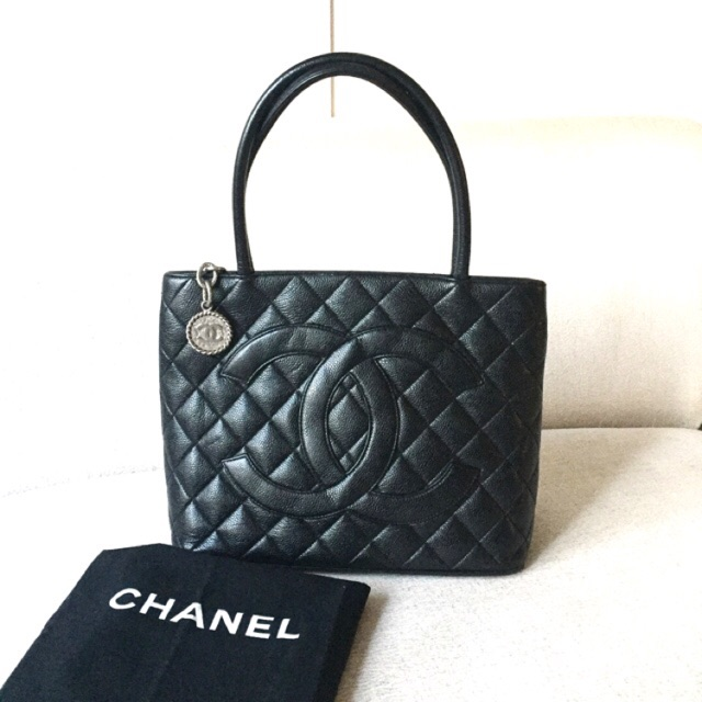 AUTHENTIC CHANEL Caviar Medallion Tote Shoulder Bag  e0d0c691bf576