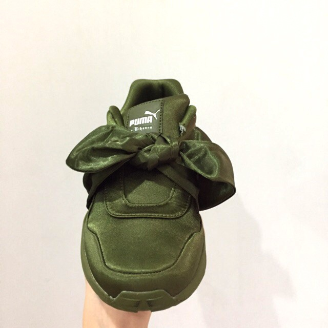 purchase cheap 43e46 2a383 New *Instocks* Fenty X Puma by Rihanna Bow Sneakers