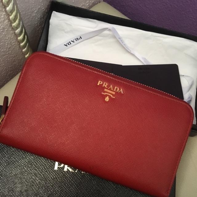 08d63bb4640b Prada saffiano metal wallet 90% new condition