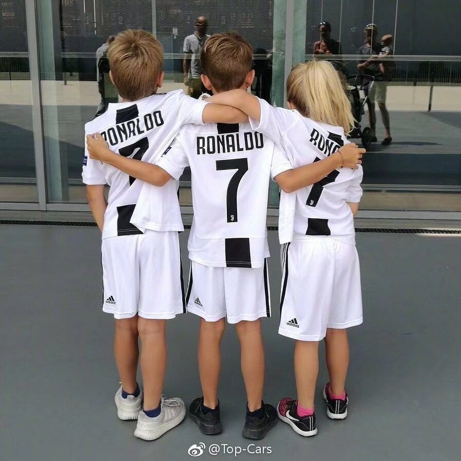 new product 23fe2 6f625 Juventus Home Soccer Ronaldo Jersey Set for Kid Men