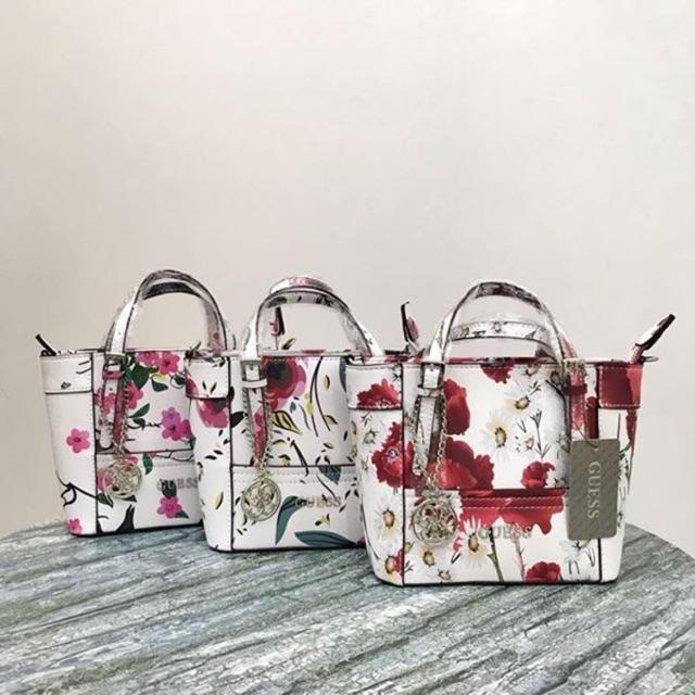 guess mini delaney floral  4c434334574d1