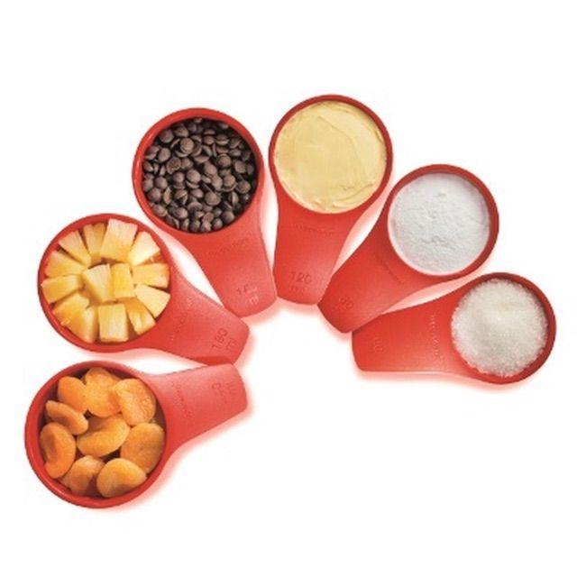 Tupperware Measuring Cups and spons . Alat pengukur dan penyukat bahan kek dan masakan