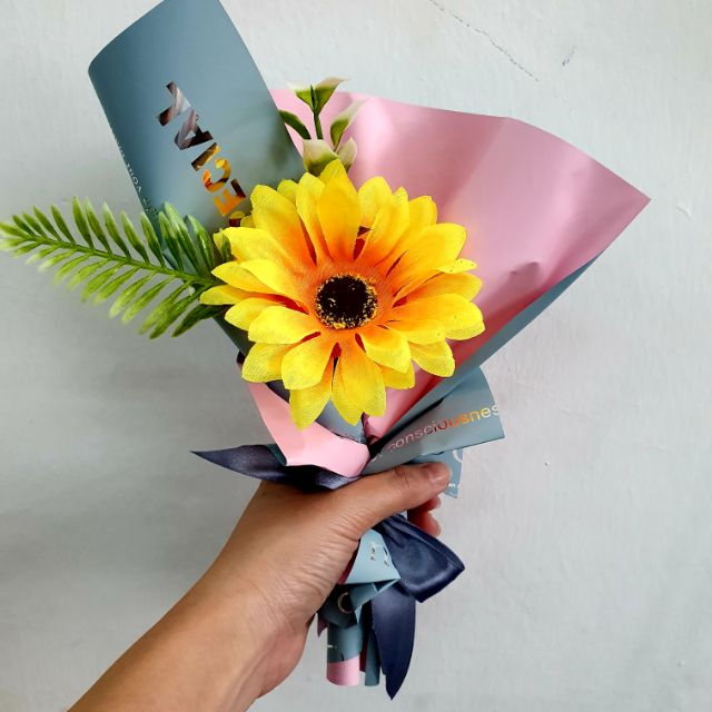 🌻🌿 Graduation Mini Bouquet With Sunflower (1 bouquet) 🌻🌿