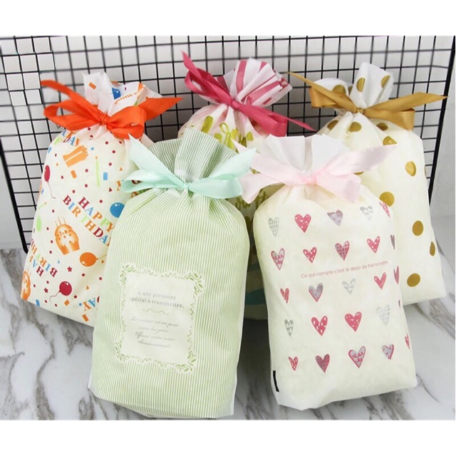 b2547cdc48c [Ready Stock]Birthday Party Gift Bag Goodies Bag 10 pcs per pack
