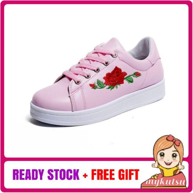 fa40cbf0a59 Reebok Classic X Line Friends - Revenge Plus - Cony   Baby Pink ...
