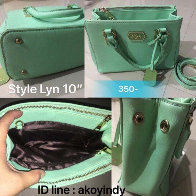 """กระเป๋าทรง Lyn 10"""" หนังพียู มีช่องใส่ของจุได้ 3"""