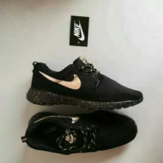 pretty nice bc5fb 9408b NIKE ROSHE RUN black gold   Shopee Malaysia
