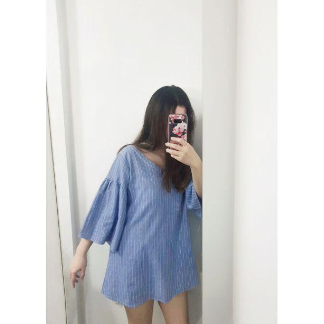 เสื้อover size มือสอง สีฟ้าล