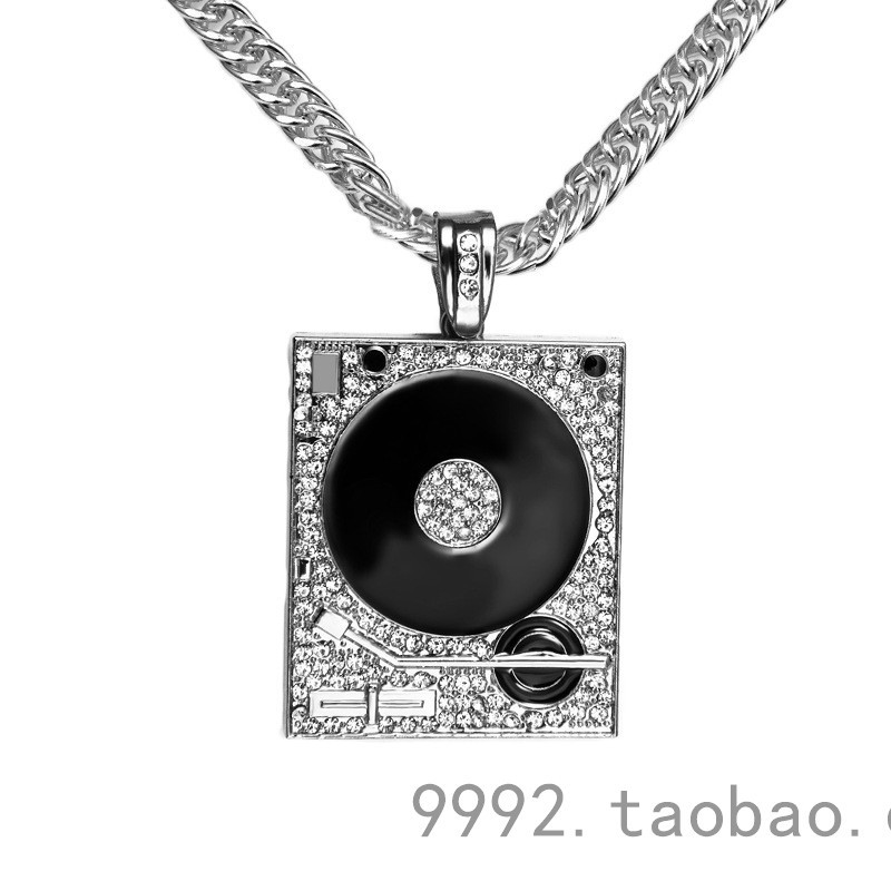 Lovers Necklaces Fine Jewelry Lucky Grass Pendant Necklace Manually Set Auger