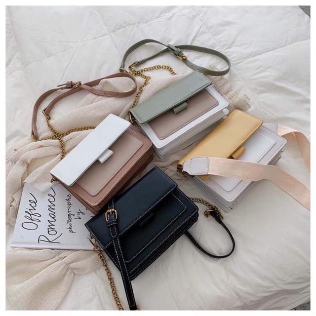 กระเป๋าแฟชั่น สายคาดไหล่มีให้ทั้ง 2 แบบ สายหนังและสายผ้า สะพายกับชุดไหน