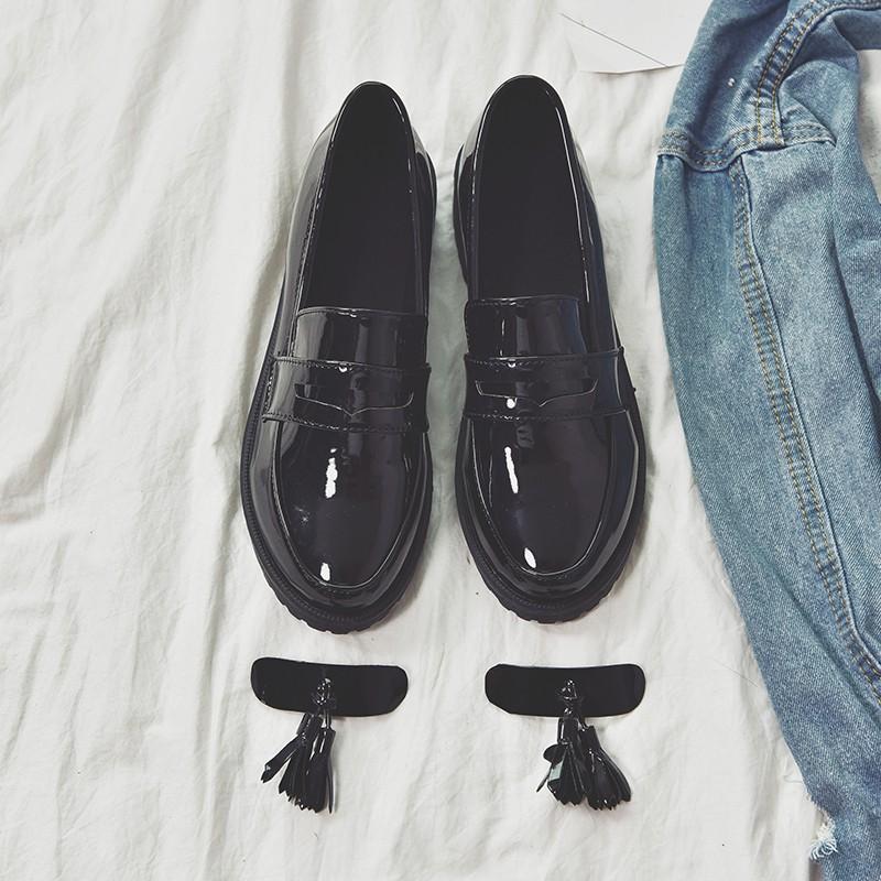 รองเท้าหนังแต่งพู่ - preo