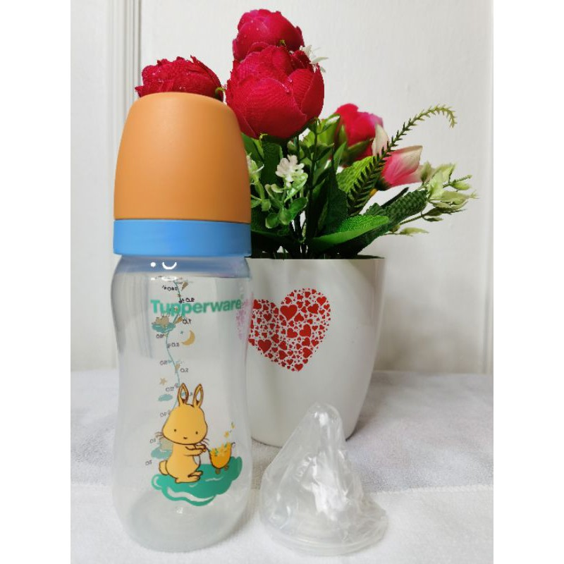 BABY BOTTLE WITH TEAT TUPPERWARE