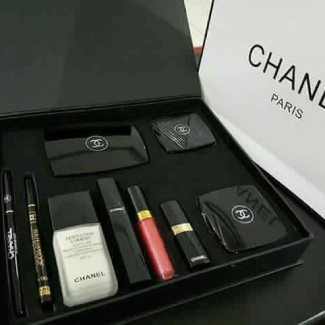 Chanel 9 In 1 Make Up Set For Women