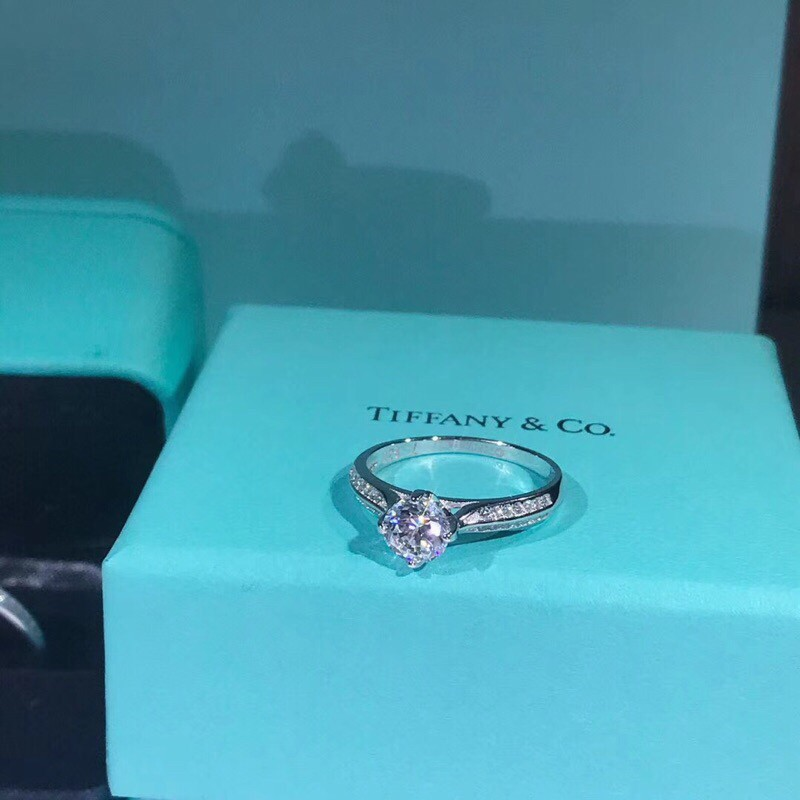 6d9422621d7ce Tiffany & Co Four claw ring diamond ring silver