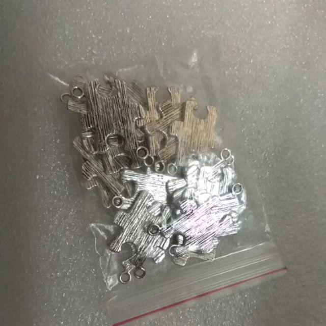"20PCs NEW Silver Tone Puzzle Jigsaw Charm Pendants 23x17mm 7//8/""x5//8/"""