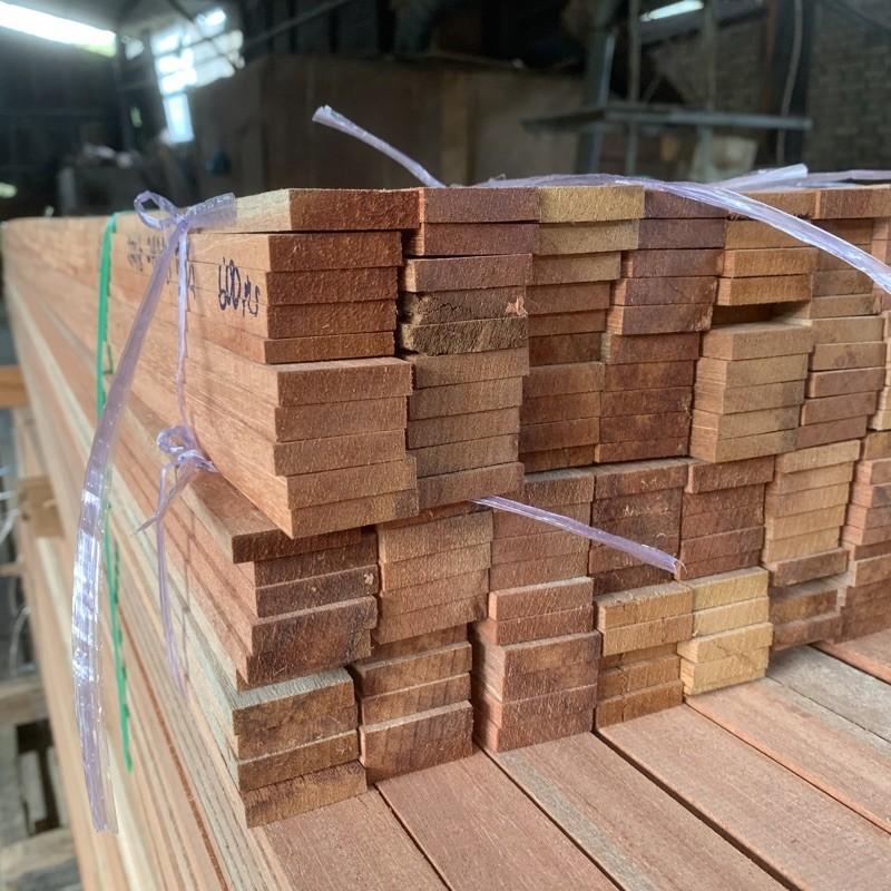 "1/4"" x 1 1/4"" Kayu Solid / Kayu Meranti / kayu ceiling wood [ 1/4"" x 1 1/4"" ] Ketam"