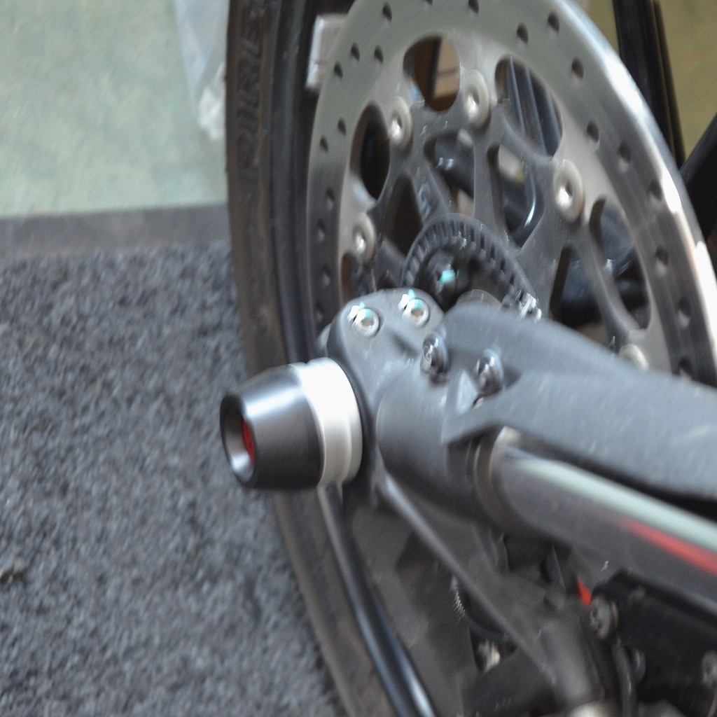 MOTO4U Aluminum Black 1PCS Rear Wheel Axle Sliders Cap Crash Protector Wheel Sliders for Ducati Scrambler in Black