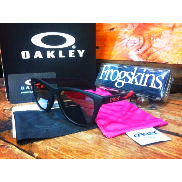 113d261466 Oakley Frogskins Apocalypse Surf Collection