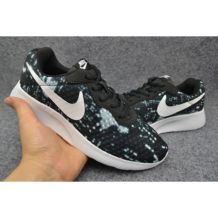 Neu Nike WMNS Roshe One Gr 40,5 UK 6,5 Sneaker Schuhe 844994