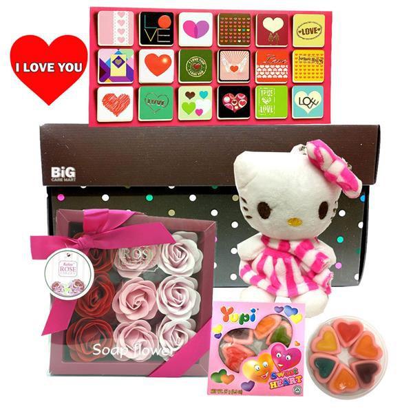 Valentine\'s Gift Hello Kitty + Box Roses + Card