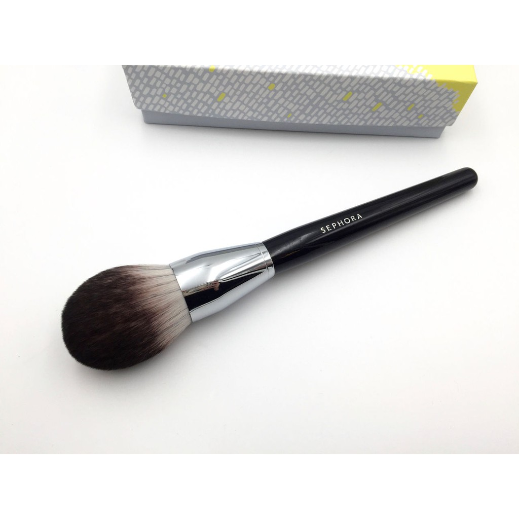 Pro Featherweight Complexion Brush #90 by Sephora Collection #3