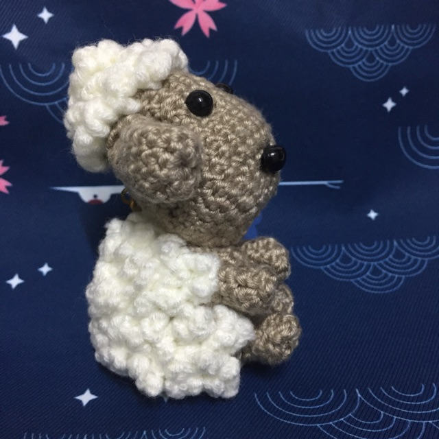 Sheep keychain – free crochet pattern - Amigurumi Today | 640x640