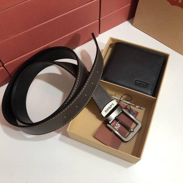 กระเป๋าสีดำ : Levi's Belt and Wallet Gif