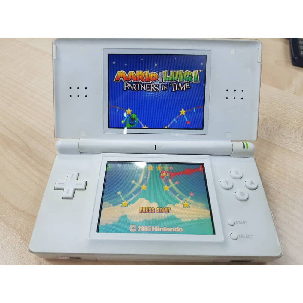 NDSL with R4 ,2g ram can play download game Used